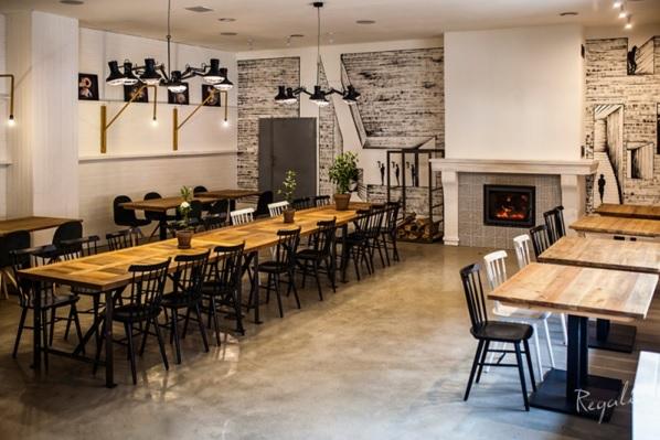 wystrój restauracji ze starego drewna
