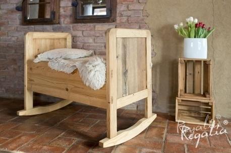 drewniana kołyska dla dzieci